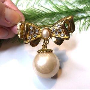 Vintage giant pearl/gold brooch, vintage jewelry